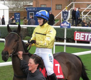 Lizzie Kelly & Diable de Sivola leaving the parade ring