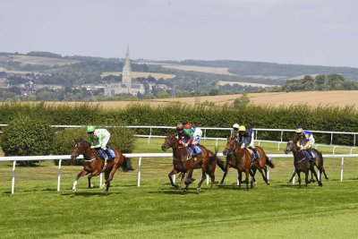 The racecourse in an iconic setting (Photo copyright Denis Murphy)