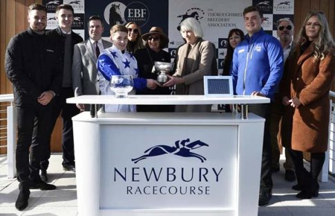 Chris Hughes (left), Jonjo O'Neill Jnr & connections (Photo: Newbury Racecourse)
