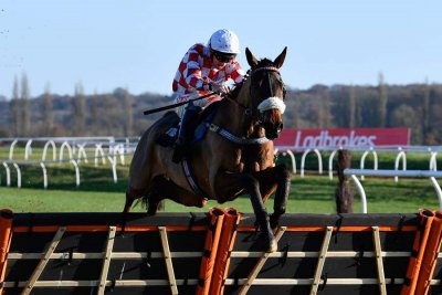 Sevarano with Leighton Aspell taking the Ladbrokes Daily Odds Boosts Novices' Hurdle