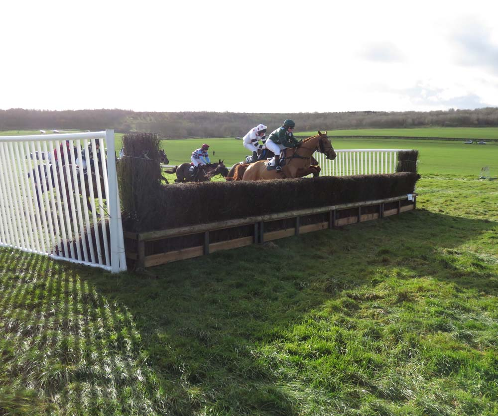 Will the sun shine on Barbury Racecourse this Sunday?